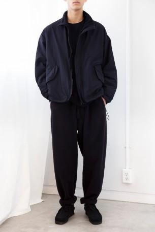 コモリのナイロン ショートジャケット
