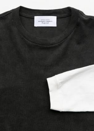 Long sleeve two tone t-shirt.