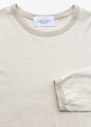 Long sleeve border t-shirt.